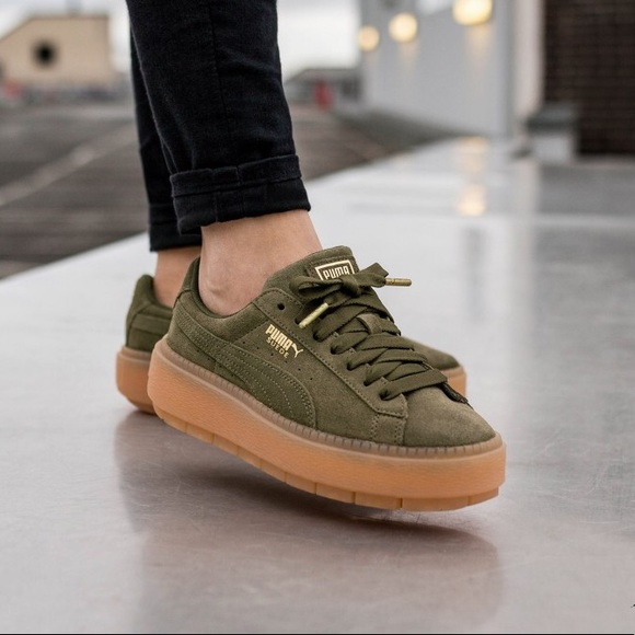 26835941aa1 Puma Suede Platform Trace Sneakers. M 5b4bc74e9fe48655b552bc4f